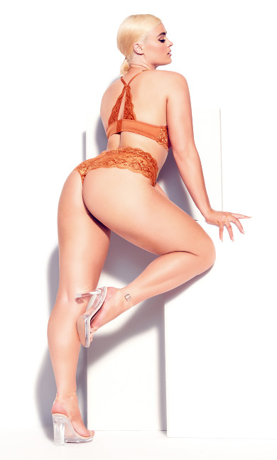 Zoey Thong - ginger spice